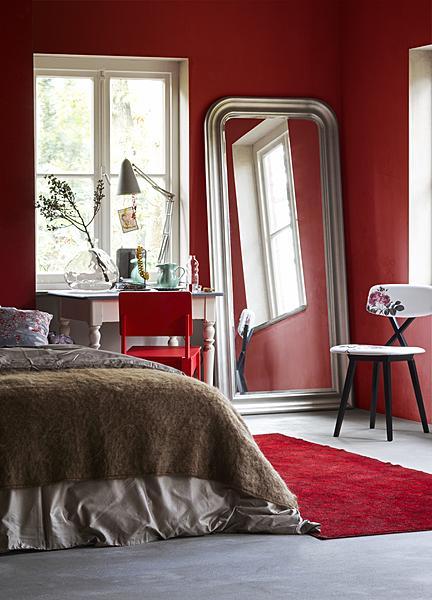 bedroom red walls