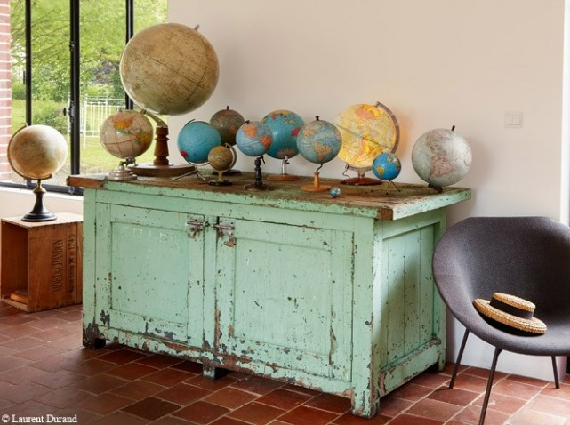 decorating with antiue globes