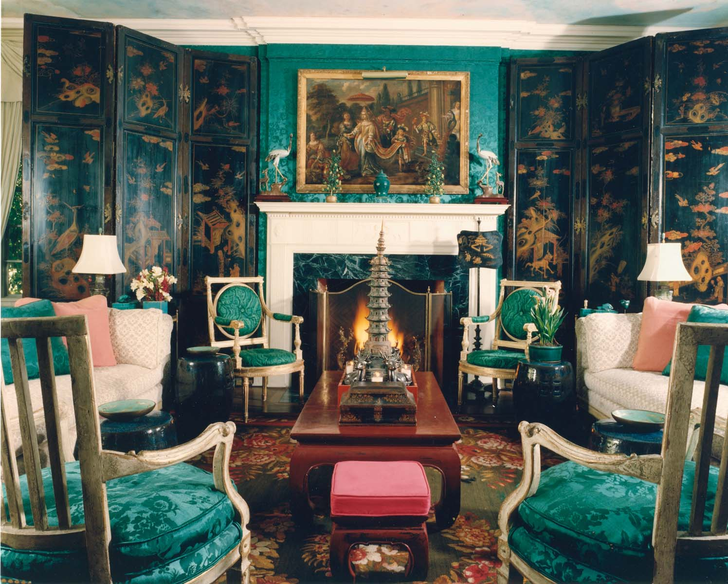Dramatic emerald interiors by color for Interior house design green