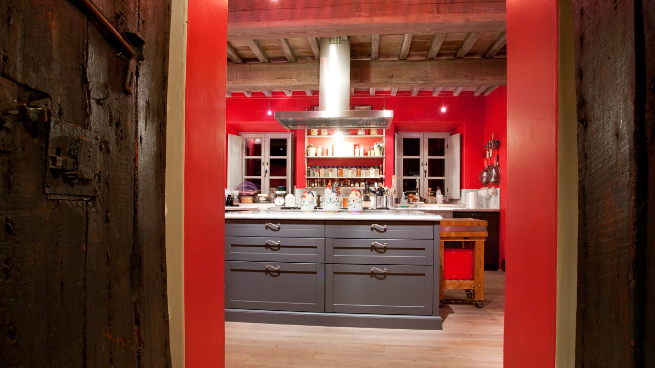 red farmhouse kitchen tuscany