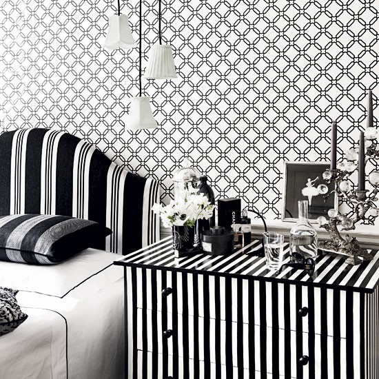 Decorating-with-black-and-white-classic-decorating