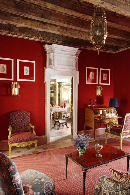 Lorenzo-Castillo-Seville-red master bedroom 1
