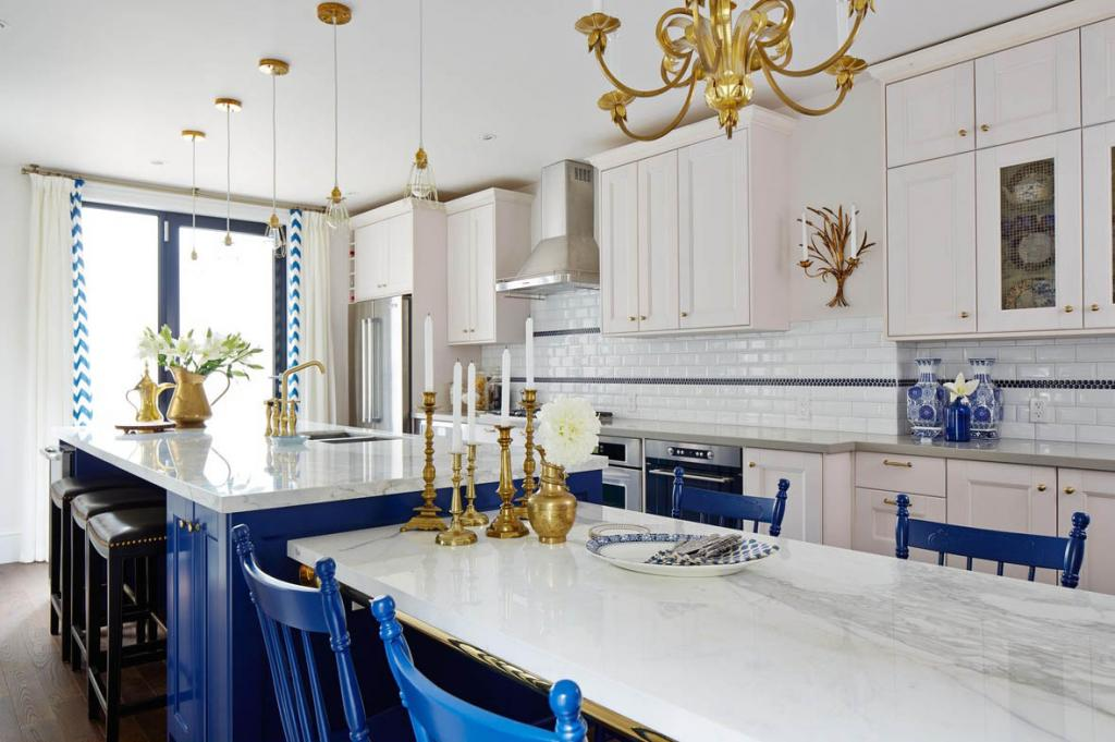 A Regal Kitchen In Royal Blue Amp Gold Interiors By Color