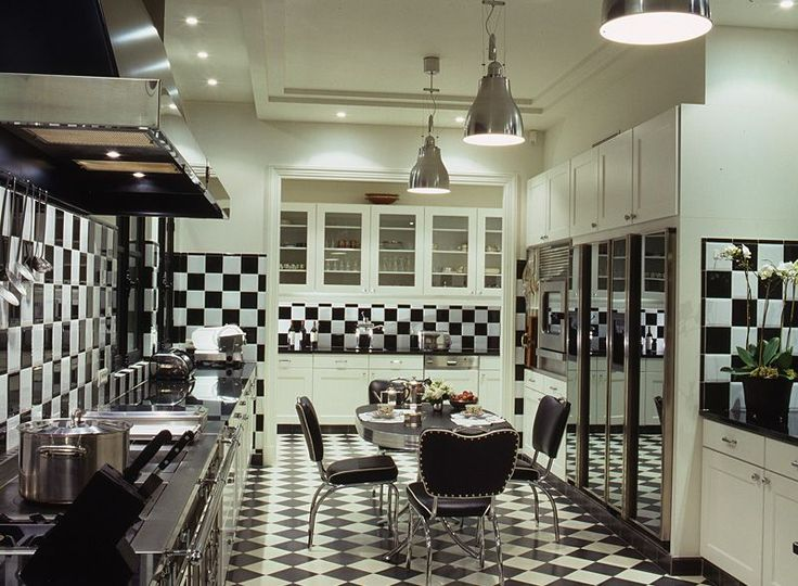 A Checkered Kitchen in Paris