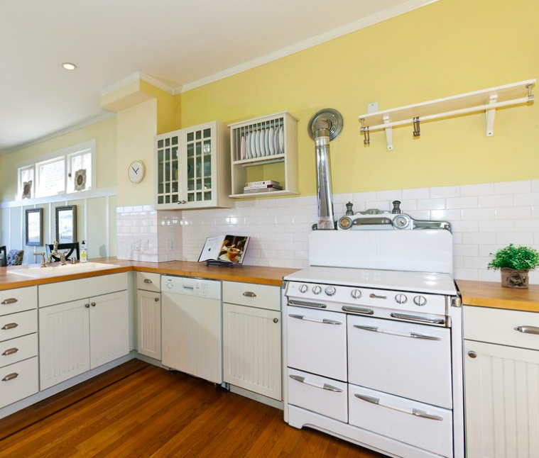 Benjamin Moore Hawthorne Yellow Kitchen Wall