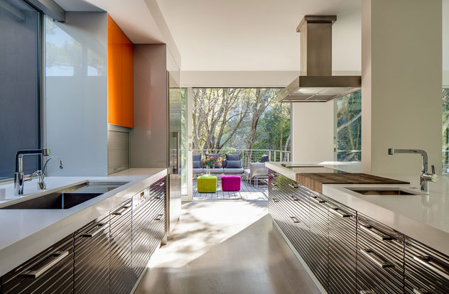 modern-kitchen-in-primary-colors-1