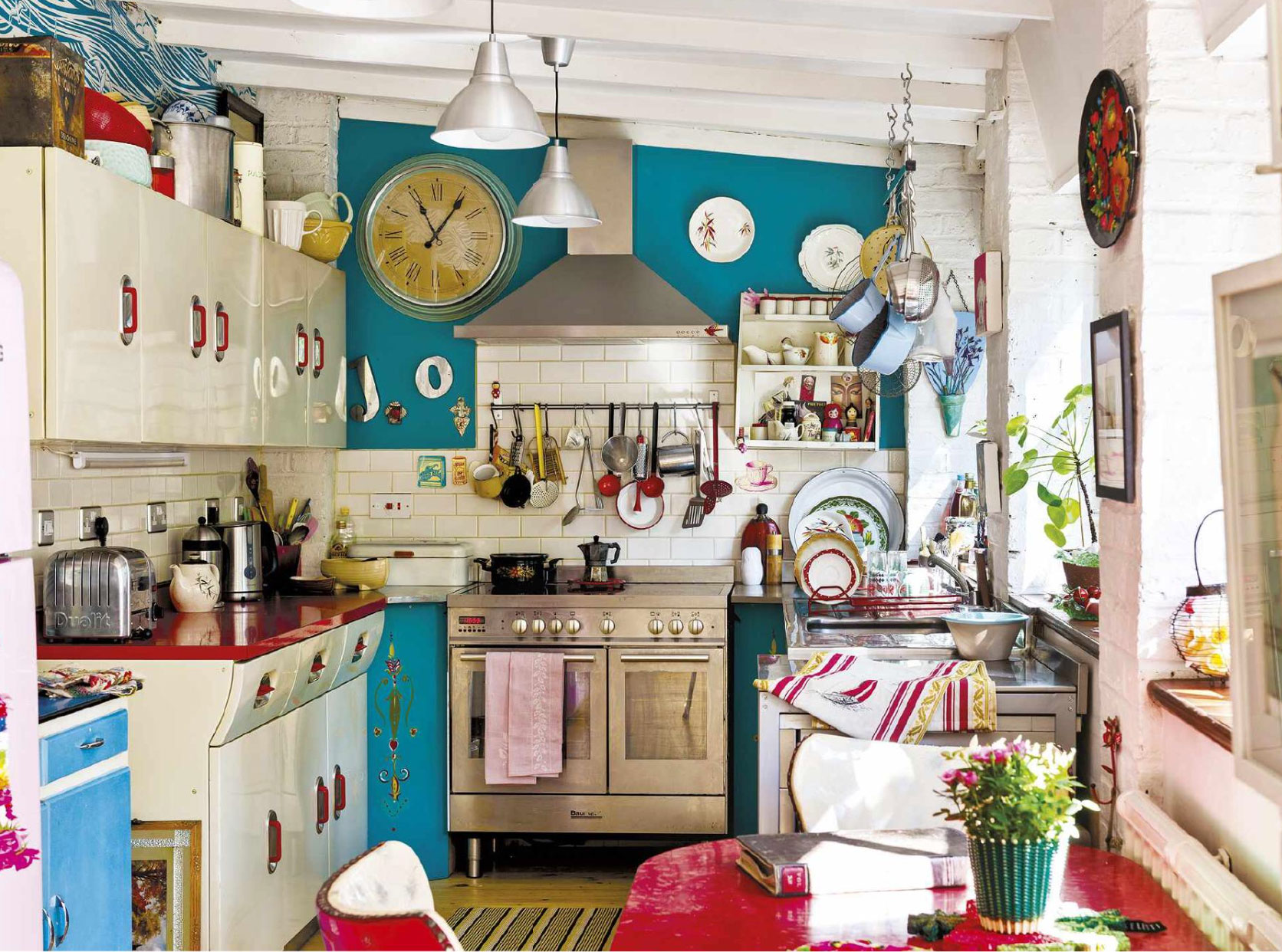 red and blue retro kitchen interiors by color