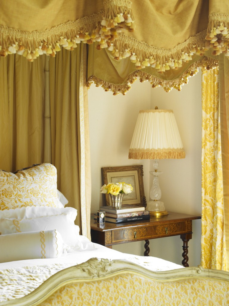 FortunyDetail-bed in yellow