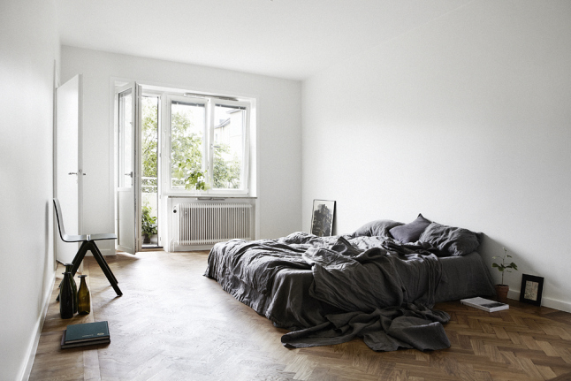 Minimal Japanese Style Apartment bedroom