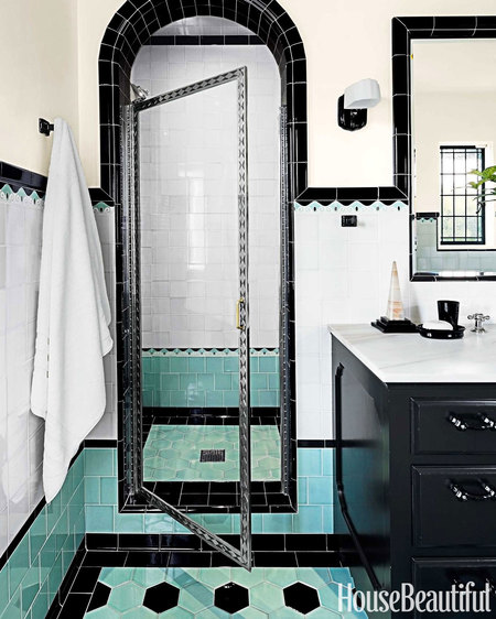 Using Bold Colors In The Bathroom: Green And Black Retro Bathroom