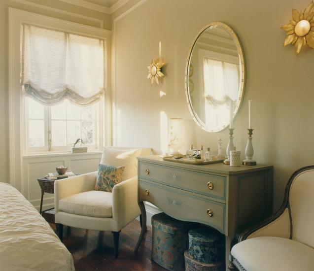 traditional style bedroom vanity