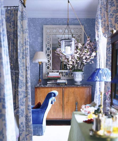 Colorful Rooms Moss: Traditional Master Bedroom In Floral Blue