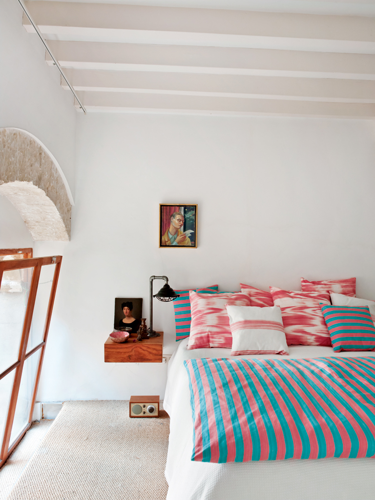 contemporary red and blue bedroom - interiorscolor
