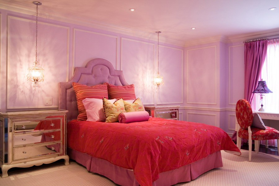 Bedroom in Red and Pink - Interiors By Color