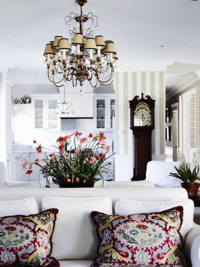 Southern highlands luxury country home interiors by color for Southern country home decor
