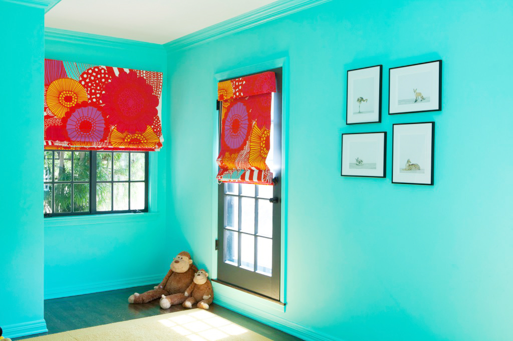 walls in turquoise