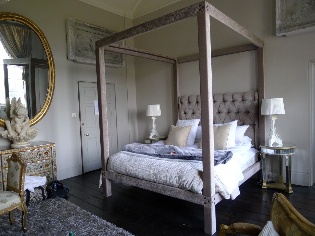 eclectic four poster interiors by color. Black Bedroom Furniture Sets. Home Design Ideas