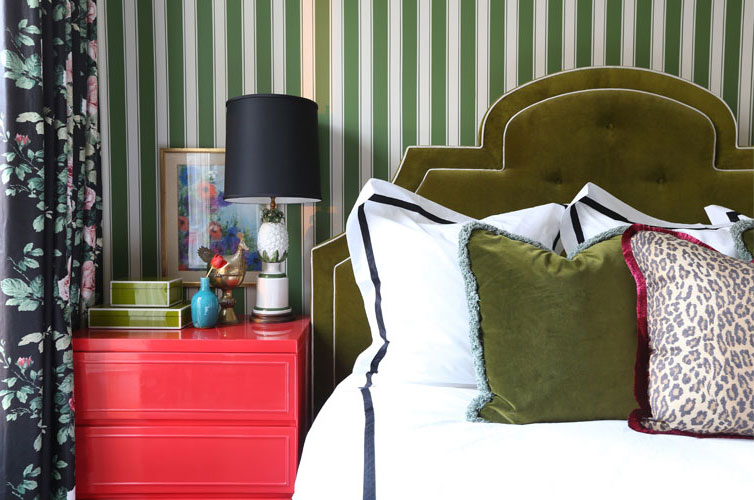 green-stripes-bedroom-1