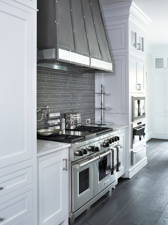 Transitional Style Kitchen in White 1