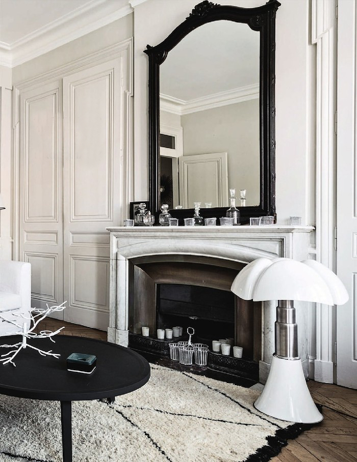 A french apartment in black and white interiors by color for Interni case francesi
