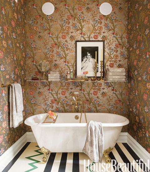 Gold chioiserie wallpaper in the bathroom
