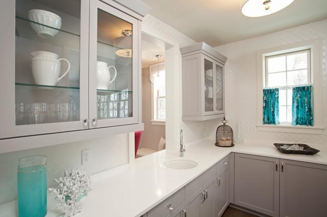 beach-style-kitchen in Benjamin Moore Paintes gray