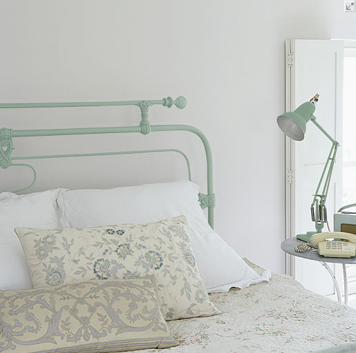 farrow-and-ball-Chappell-Green-83-eggshell-iron-bed