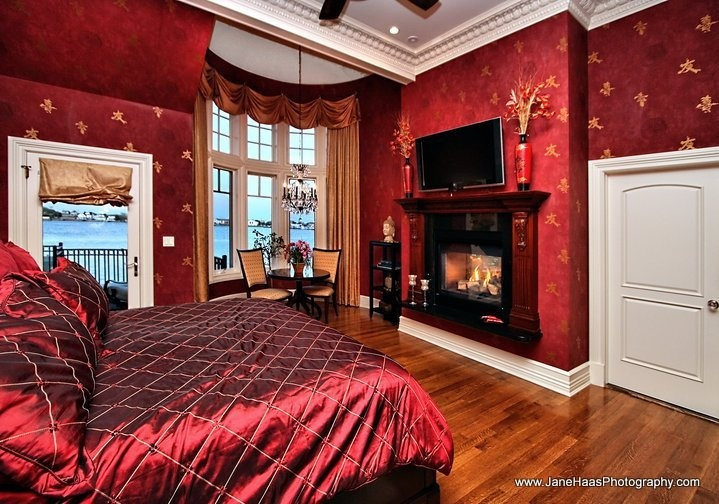 Master bedroom red