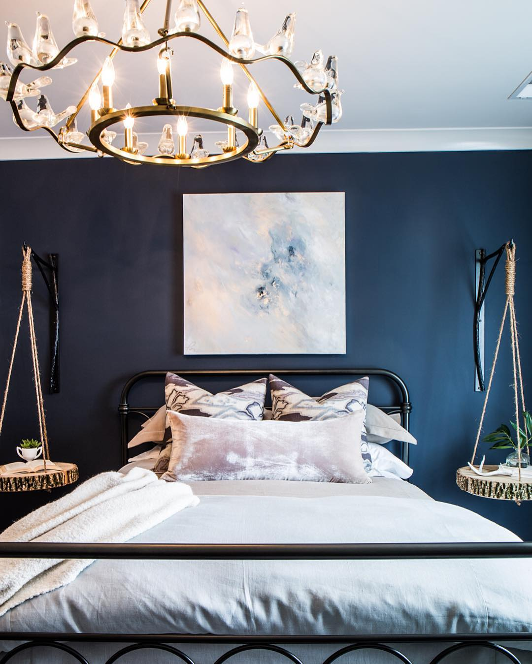 Blue Gray By Bm For Accent Wall: Benjamin Moore Hale Navy Bedroom Paint