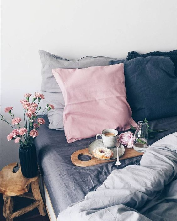 pink-and-gray-bedroom