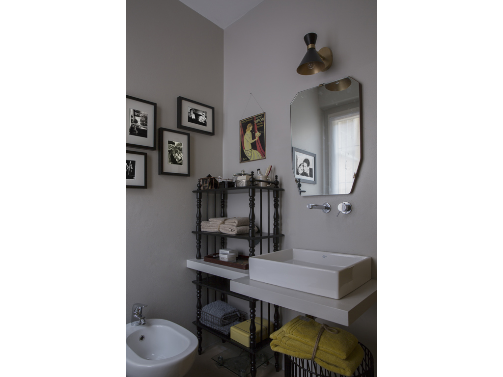 Benjamin Moore Platinum Gray Bathroom Interiors By Color