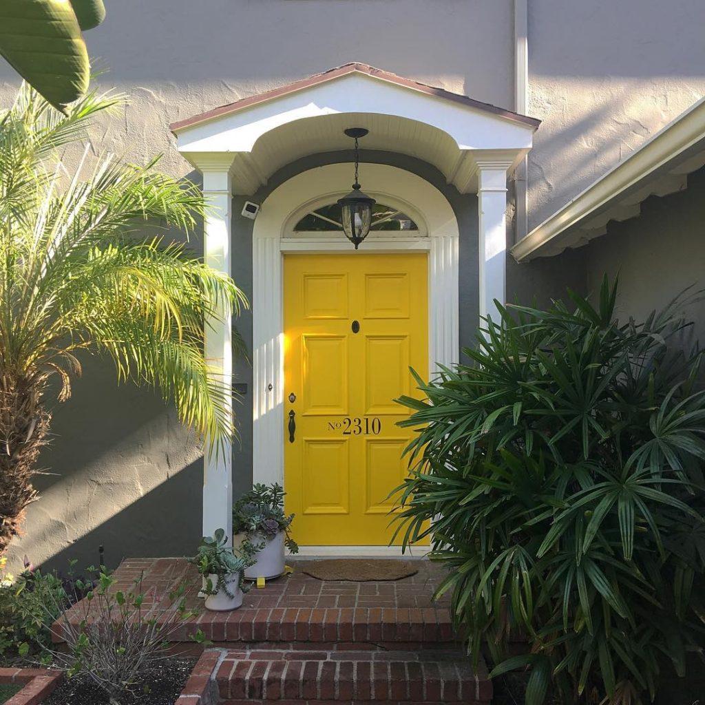 Benajmin Moore Yellow 2022-10 Door