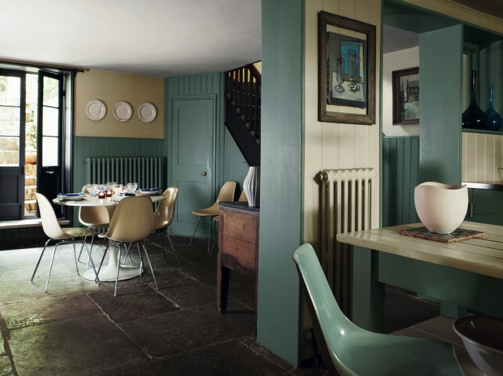 Great rooms painted in farrow ball 39 s best colors for Green ground farrow and ball