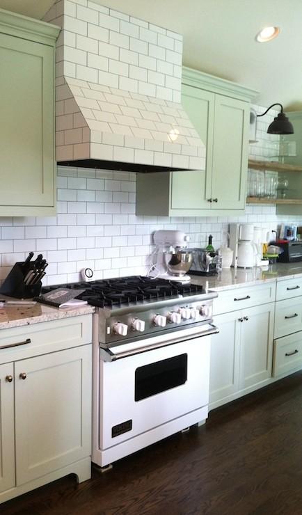 Benjamin Moore Tea Light kitchen