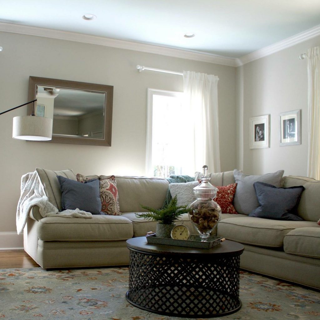 Benjamin Moore Edgecomb Gray paint color scheme living room