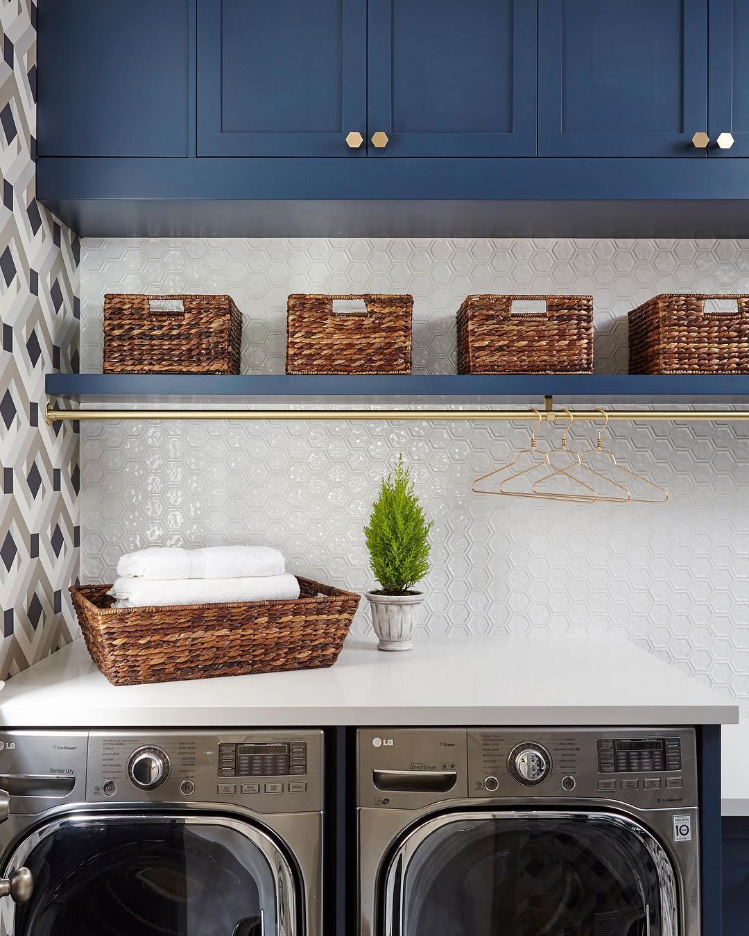 benjamin moore gentleman s gray laundry interiors by color. Black Bedroom Furniture Sets. Home Design Ideas