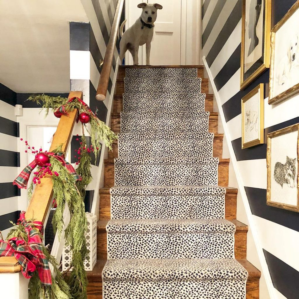 Benjamin Moore Old Navy Striped Walls Staircase - Navy blue paint color scheme