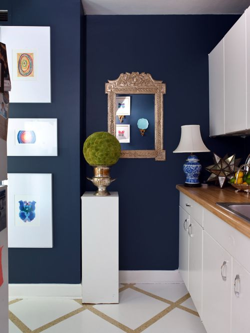 Benjamin Moore Van Deusen Blue. Kitchen with navy blue color scheme.