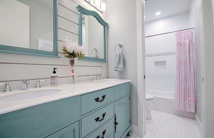 Benjamin Moore Wythe Blue Paint Color Ideas bathroom