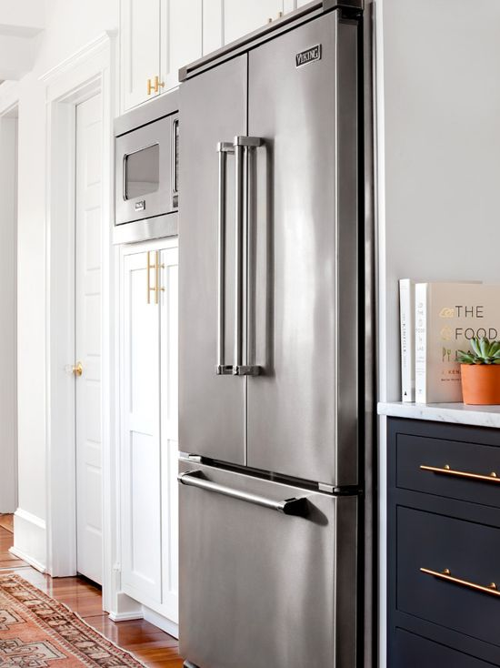 Benjamin Moore Decorator's White and  Farrow & Ball Down Pipe Kitchen. Black and white kitchen paint color scheme.