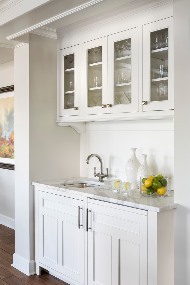 Benjamin Moore Simply White Painted Kitchen Cabinets. White kitchen color scheme.