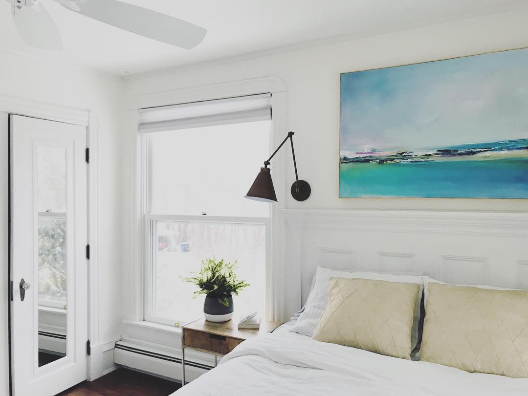 Benjamin Moore Simply White Walls in the bedroom