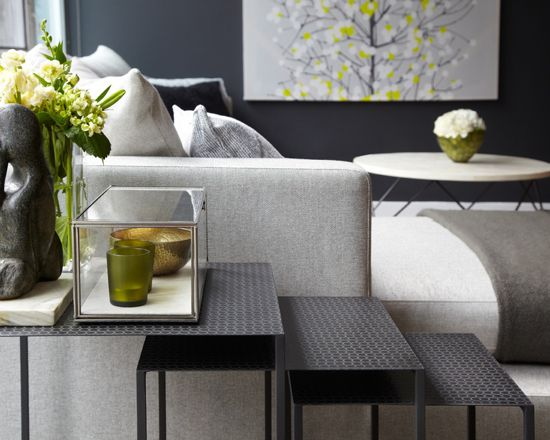 Dark gray feature wall in the modern living room