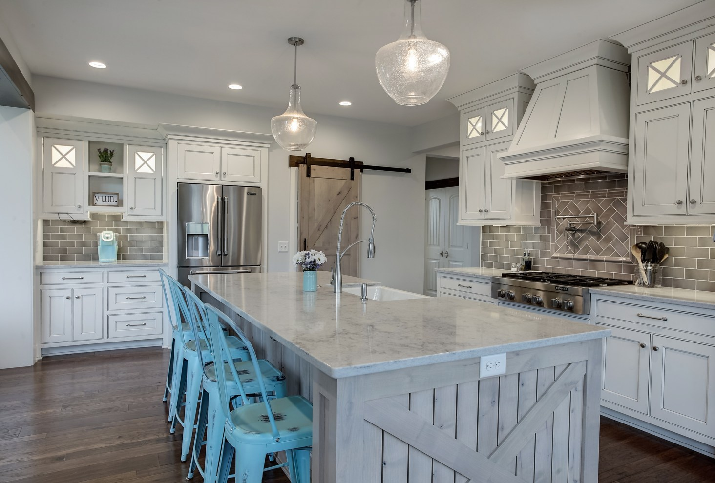 Modern Country Farmhouse Kitchen In Gray, White And Turquoise