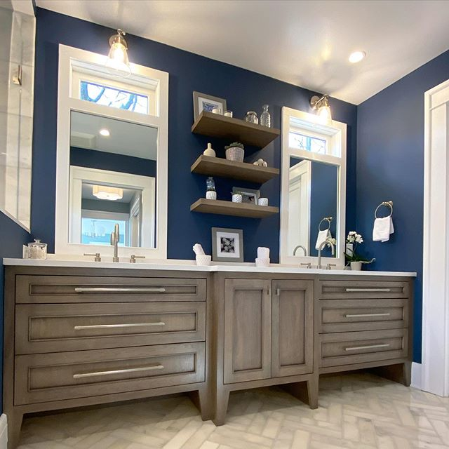 Benjamin Moore's Newburyport Blue bathroom