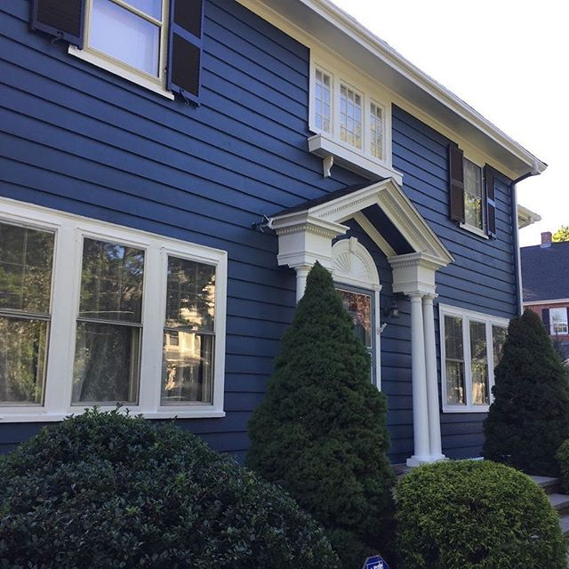 Benjamin Moore's Newburyport Blue exterior pant color