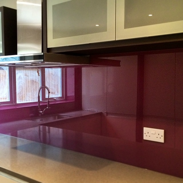 Dulux Mulberry Burst glass splashback kitchen