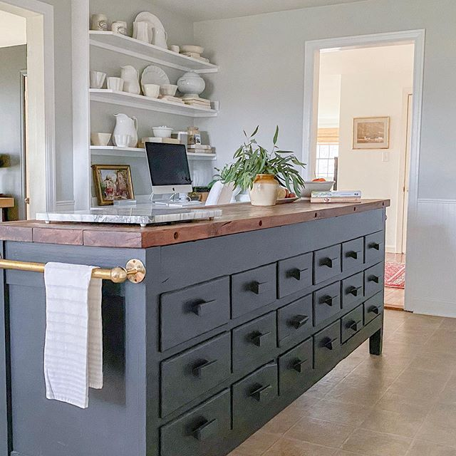Kitchen island painted in Benjamin Moore Gray Owl