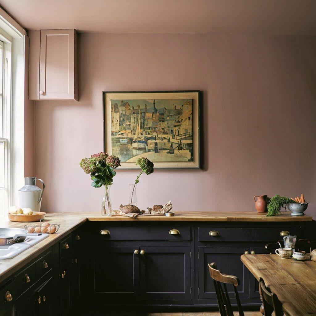 Farrow & Ball Sulking Room Pink wall paeon black cabinets kitchen
