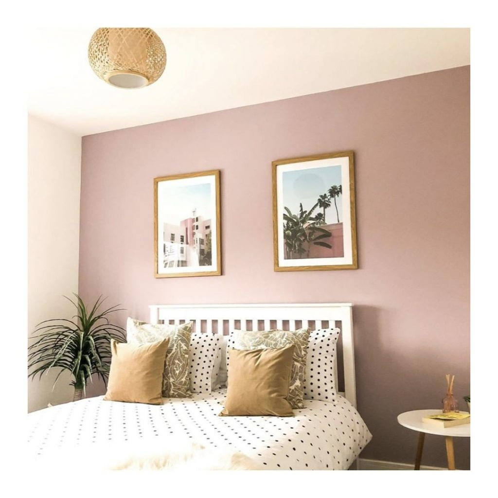 Pink feature wall Dulux Dusted Fondant